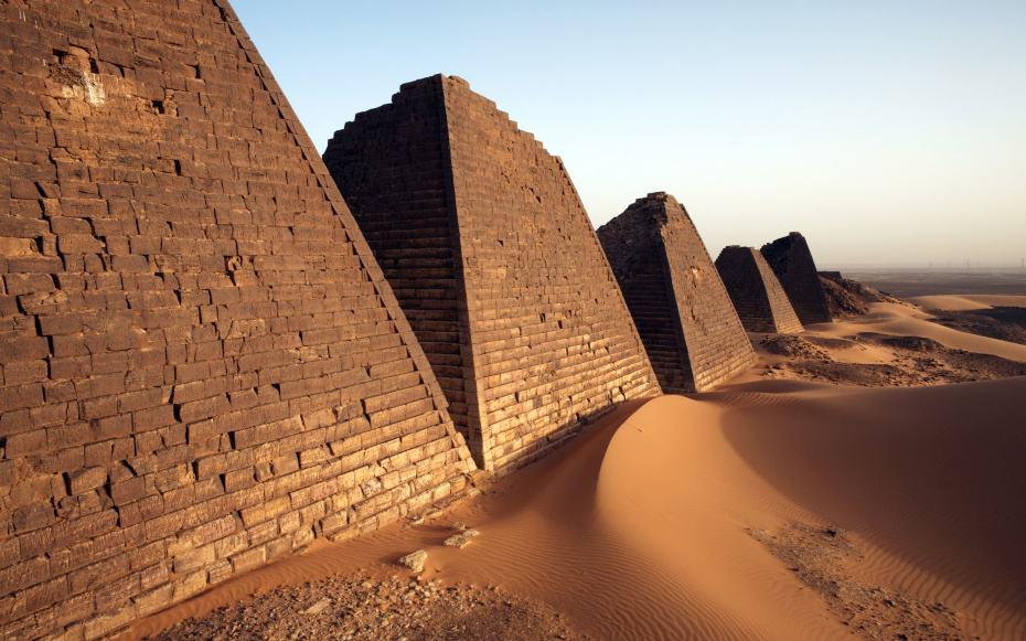 PYRAMIDS0415-sudanese-pyramids